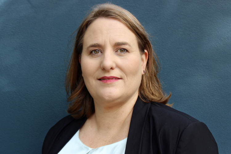 Dr Angela   Finch