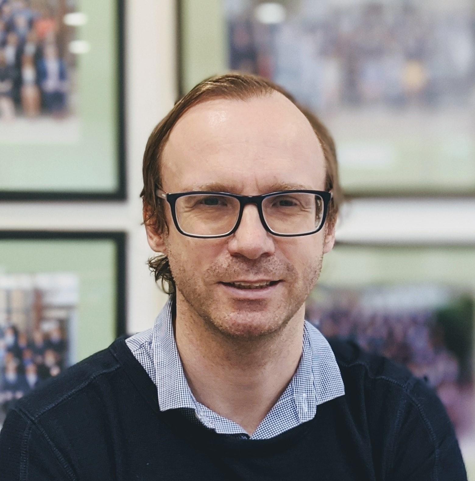 Dr Adam   Bentvelzen