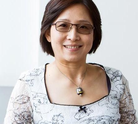Dr Lesley Pek Wee Land