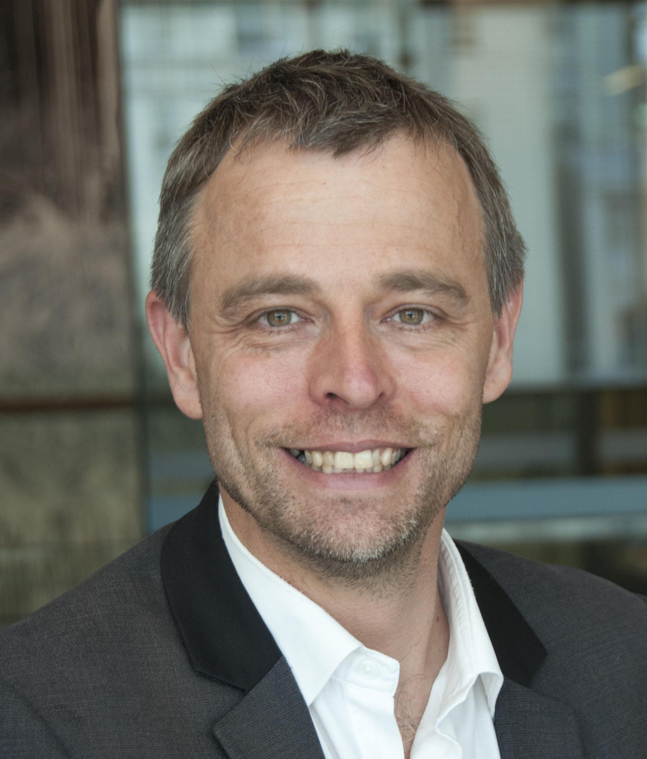 Professor Marcel   Dinger
