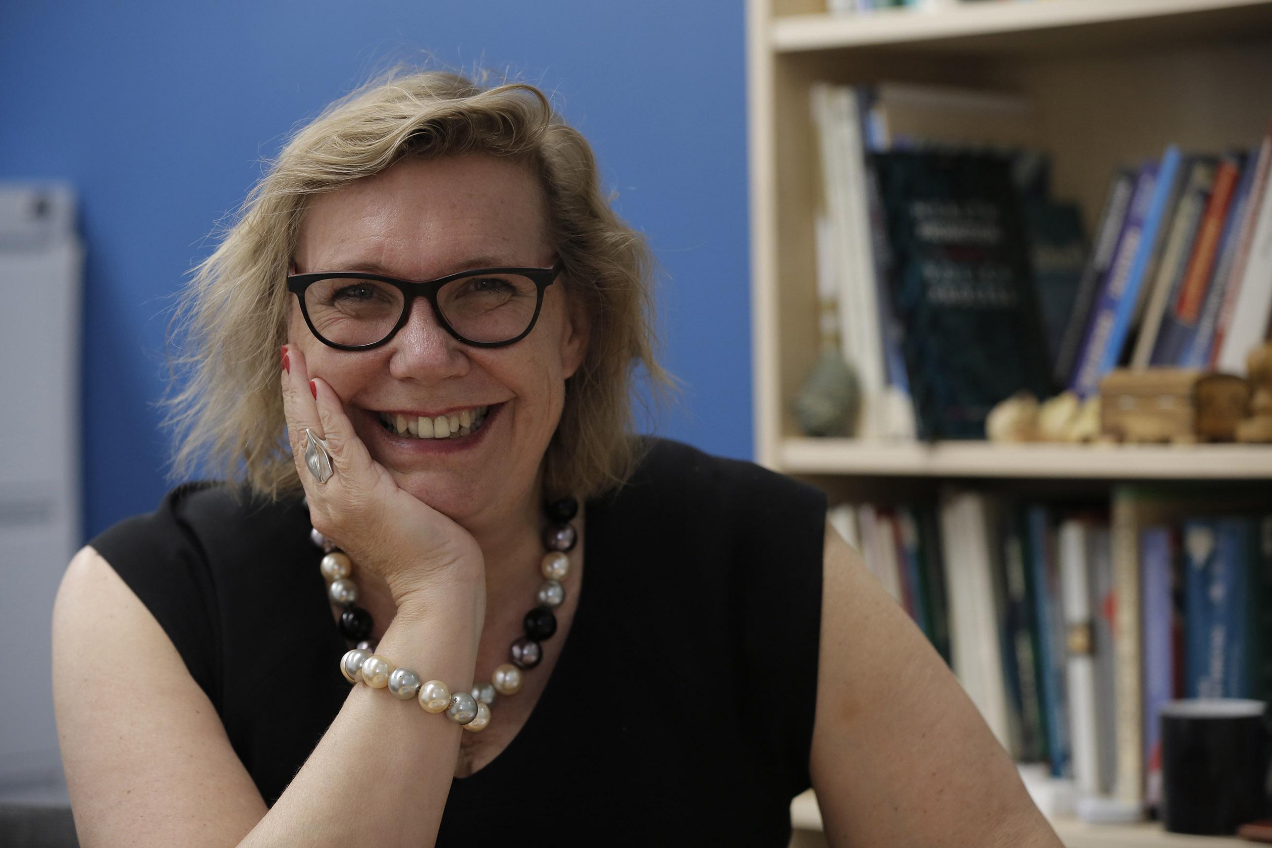 Professor Evelyne   de Leeuw