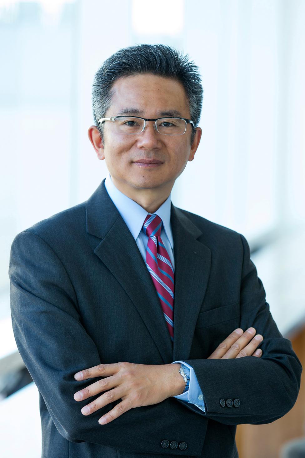 Professor Qihe   Tang