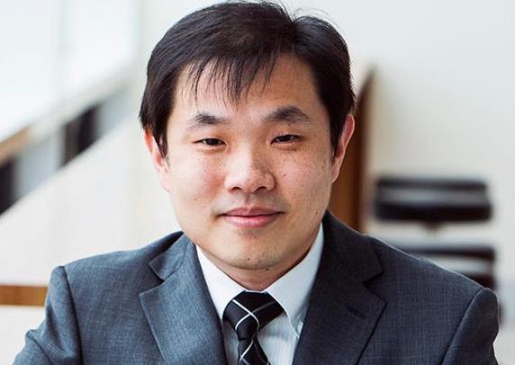 Dr Eric Tze Kuan Lim