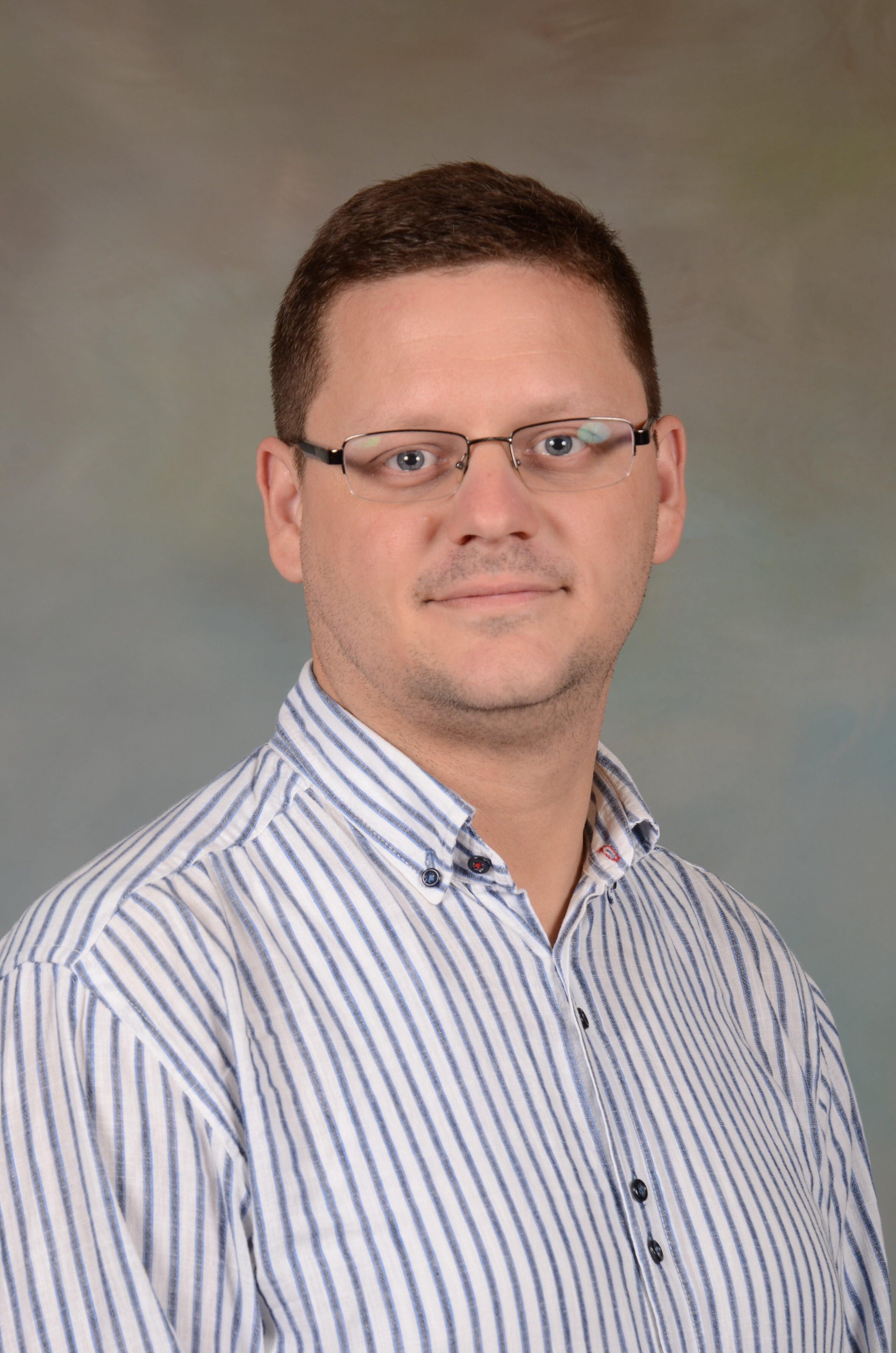 Dr Ljubomir   Pupovac
